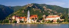 Stift Dürnstein, 20 min, 13,9 km vom Heurigen Gasthof Pammer  I Weingut Wachau entfernt