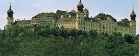 Stift Göttweig, 20min, 13,9 km vom Heurigen Gasthof Pammer  I Weingut Wachau entfernt